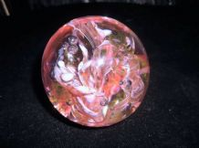 HEAVY GLOBE CLEAR GLASS PAPERWEIGHT PINK WHITE SWIRLS & CONTROLLED BUBBLES 498g